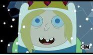Finn Alterno loco con la corona