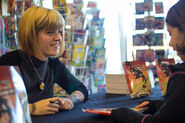 Kate-leth-signs-for-young-fan-at-abc-ladies-night-2014