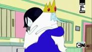 Marceline y el Rey Helado abrazandose