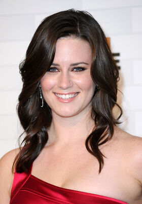 Katie Featherston Spike TV Scream 2010 Arrivals JLhSmbdlEUcl