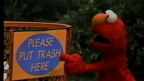 Sesame Street - Elmo Reads