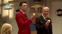 Jack und Richard begutachten die Kartoffeln