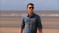 Jack sieht Flo und Lenny zum Strand kommen