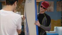 Jack nimmt Surfunterricht bei Flo