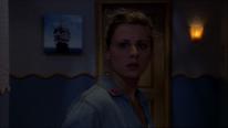 Liv sieht die Tür von Zimmer 13