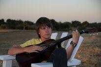 Patrick spielt Gitarre
