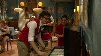 15 Tom versucht die Jukebox zu reparieren