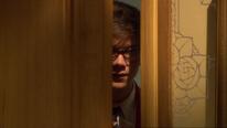 Tom schleicht sich in das Büro von Richard