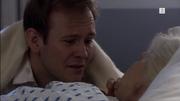 Albert besøker Mie på sykehuset