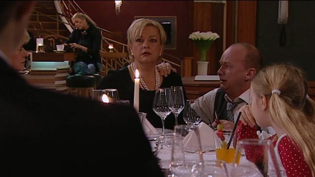 Fil:Familien får vite at Astrid er død.png