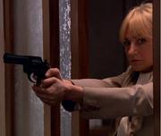 Eva med revolver