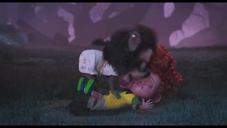 HotelT2-Winne-licking-Dennis