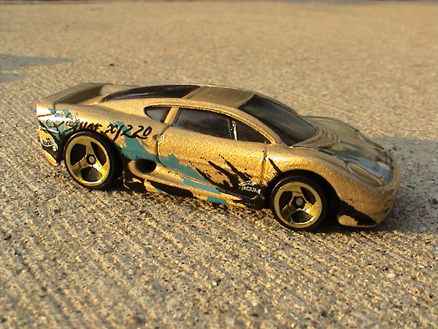 File:Jaguar XJ220   Gold.JPG Nice Look