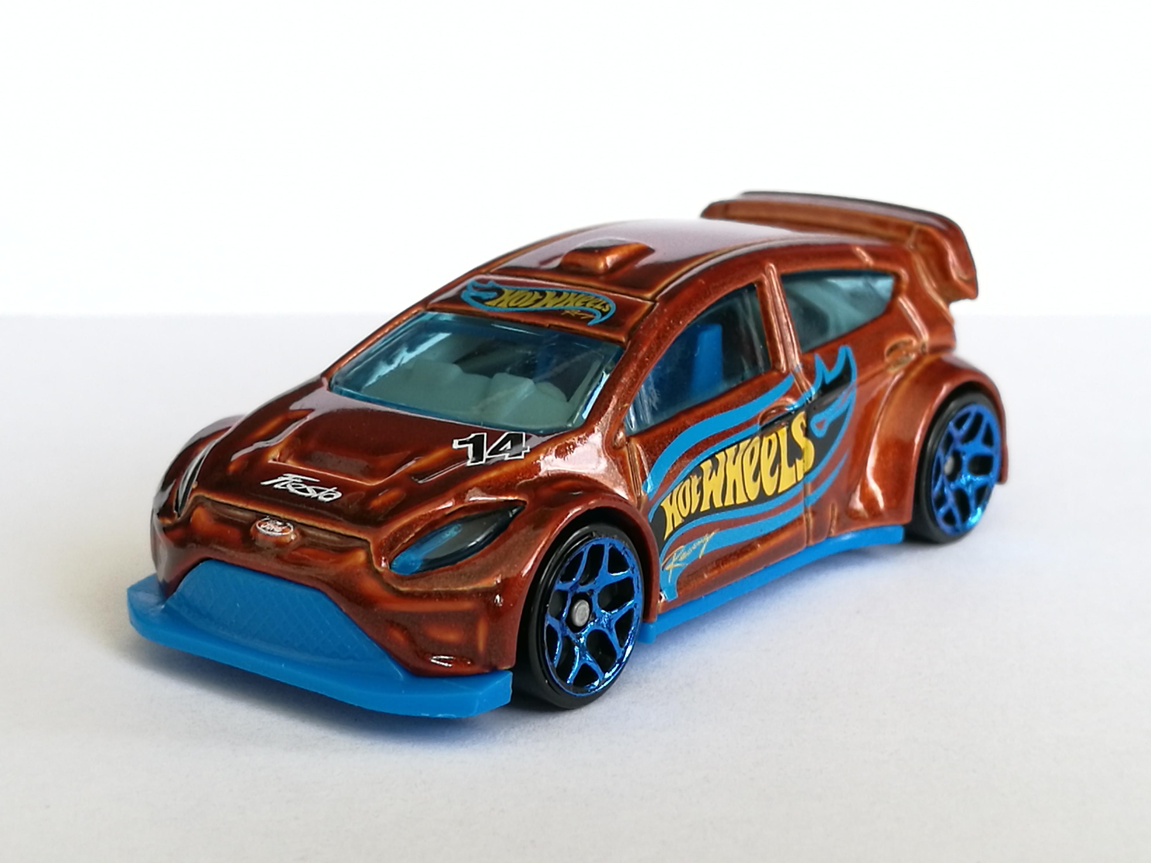 Light Blue Version 2016 Hot Wheels HW SNOW STORMERS 2//5 /'12 Ford Fiesta 157//250