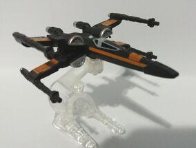 Poe's X-Wing Fighter (Wings Opened) (DJJ63) 01