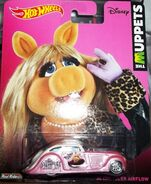 HW-The Muppets-'34 Chrysler Airflow-Miss Piggy