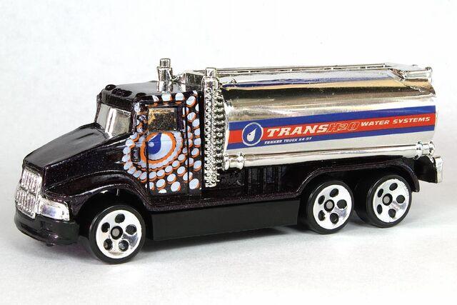 File:Black Tank Truck - 6405df.jpg