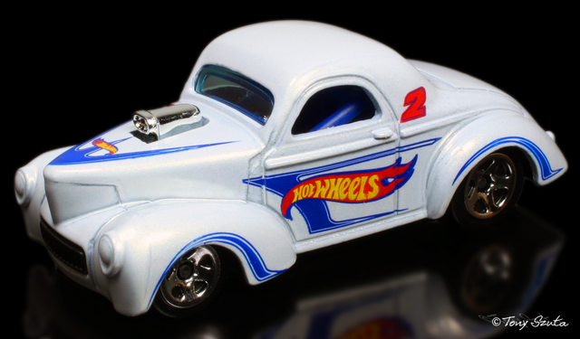 File:41 willys 2011 white.png