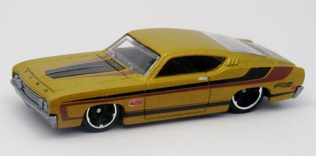 File:'69 Ford Torino Talladega-2013 236.jpg