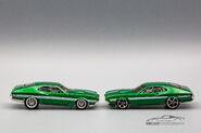 72 Ford Gran Torino Sport Premium vs Mainline-1-2