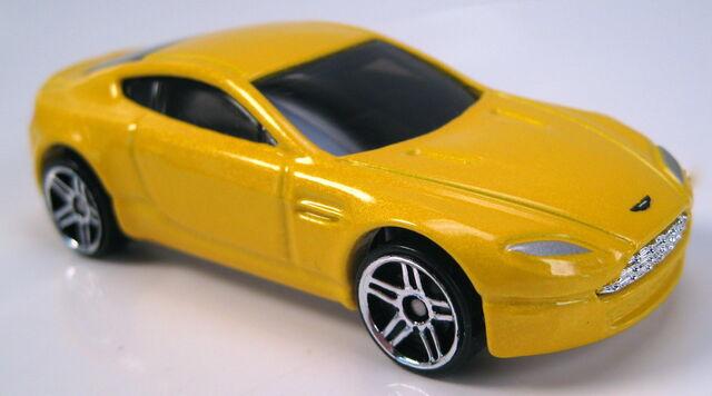 Image Aston Martin V8 Vantage Yellow Pearl 2005 Fe Jpg Hot