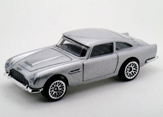 File:Aston Martin 1963 DB5-2015 James Bond Series.jpg