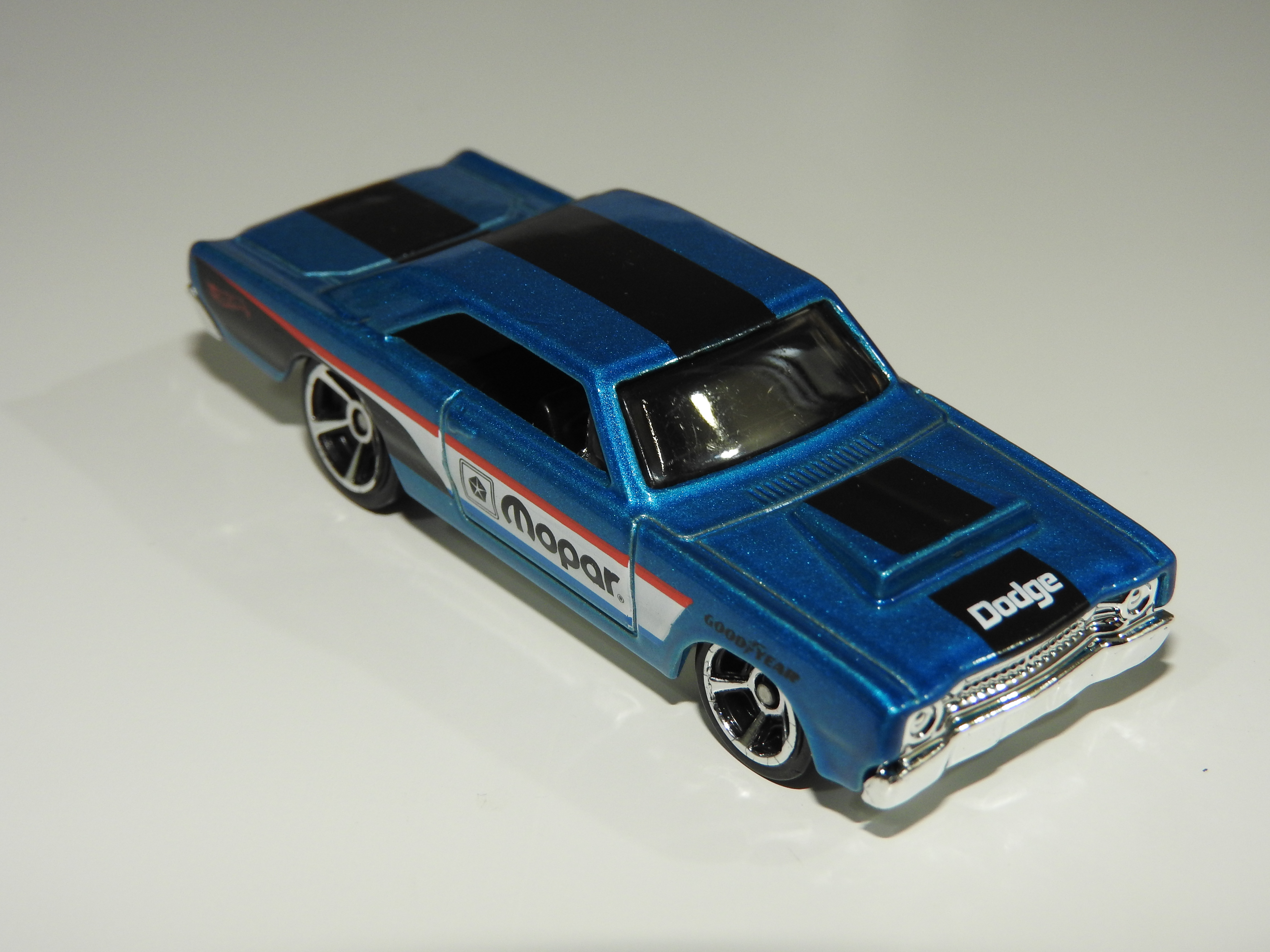 2004 HOT WHEELS CLASSICS 1970 DODGE DART PINK AND WHITE SERIES 1 # 3 OF 25