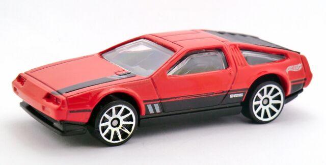 File:'81 DeLorean DMC-12-2014 033 Red.jpg