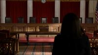 Annalise-entra-Suprema-Corte-413