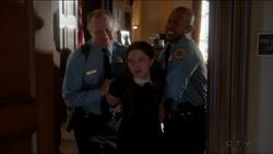 Zoe-es-arrestada-204