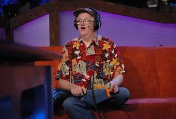 Rs-02-03-11-gary-the-retard-on-couch-with-gun-in-hand.622x423