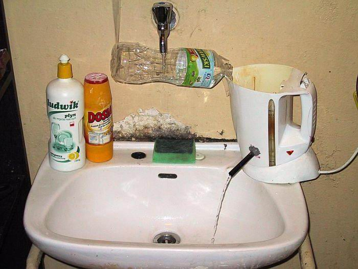 Hot water supply with kettle