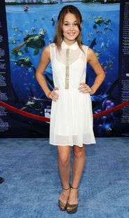 KELLI-BERGLUND-at-Finding-Nemo-3D-Premiere-in-Hollywood-2