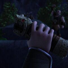 Viggo sosteniendo el Ojo del Dragón
