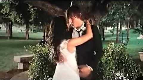 HIGH SCHOOL MUSICAL 3 TROY & GABRIELLA KISSING SCENE HIGH QUALITY-0