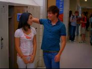 High-School-Musical-2-zac-efron-22737112-1210-908