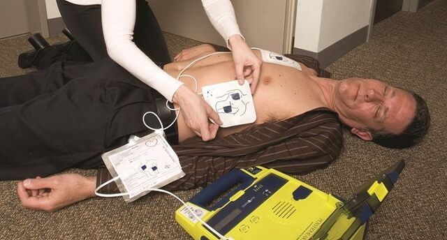 File:Aed-man-down670px by 360px.jpg