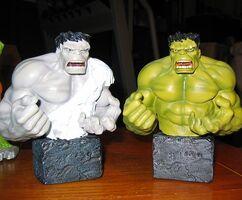 Grey hulk vs hulk.jpg 2