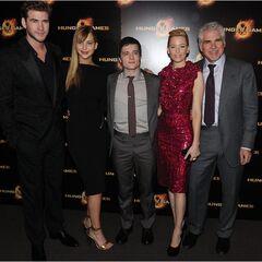 L. Hemsworth, J.Lawrence, J.Hutcherson, E.Banks et G.Ross