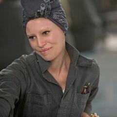 Effie retrouve Katniss & Gale au Treize