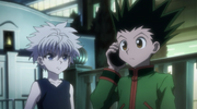 Gon and Killua talking to Kurapika