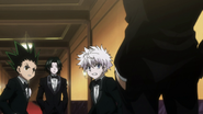 Gon and Killua see Phinks and Feitan