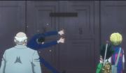 Leorio intenta abrir la puerta