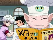 Gon y Killua lavan platos para Chef Gato