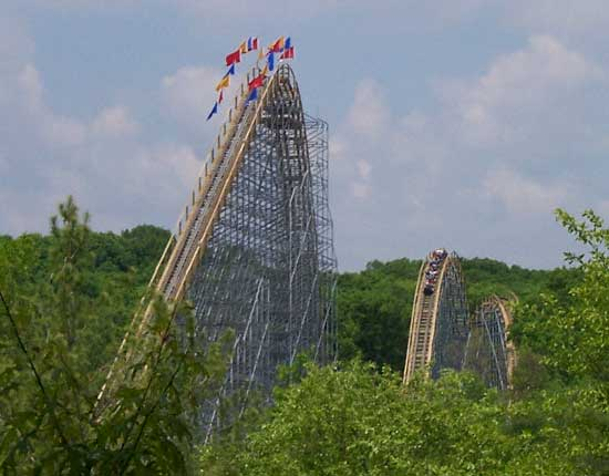 File:Voyage-lift-hill.jpg