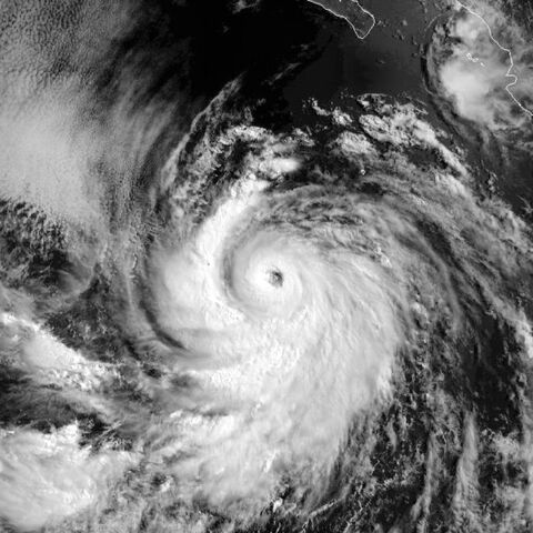 File:Hurricane Estelle 01 aug 1998 1620Z.jpg