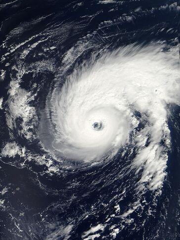 File:Hurricane Erin 09 sept 2001 1527Z.jpg