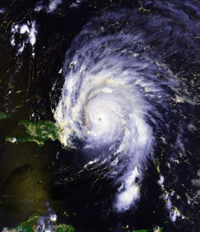 File:Hurricane Marilyn 16 sept 1995 1811Z.jpg