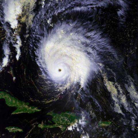 File:Hurricane Hortense 12 sept 1996 1800Z.jpg
