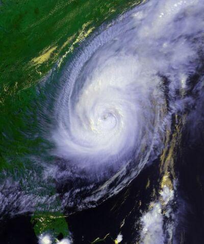 File:Hurricane Bonnie 26 aug 1998 2005Z.jpg